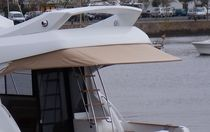 Short sun awning for powerboats