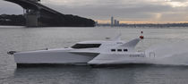 Trimaran express cruiser / inboard
