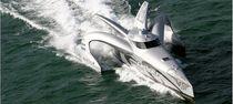 Power trimaran motor yacht / high-speed / wheelhouse / composite