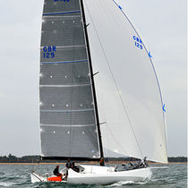Ocean racing sailboat / open transom / with bowsprit / class 4