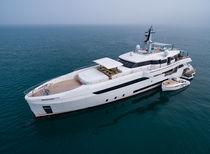 Cruising mega-yacht / raised pilothouse / aluminium / 5-cabin