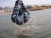 Bulk cargo grab / for dredging / claw