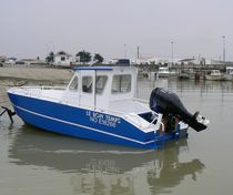 Outboard express cruiser / with enclosed cockpit / aluminum