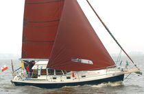 Cruising sailboat / with enclosed cockpit / cutter