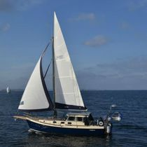 Cruising sailboat / with enclosed cockpit / 6-berth / cutter