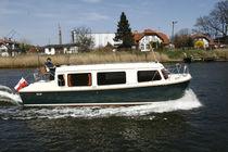 Inboard express cruiser / hard-top / 12-person max. / 7-berth