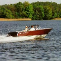 Outboard runabout / wooden / classic / 5-person max.