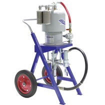 Portable paint spraying machine / shipyard
