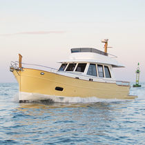 Inboard express cruiser / flybridge / downeast / 2-cabin