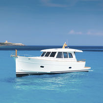 Classic motor yacht / downeast / with enclosed cockpit / displacement