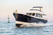 Classic motor yacht / downeast / flybridge / displacement