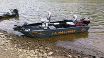Outboard bass boat / sport-fishing / aluminum / 5-person max.