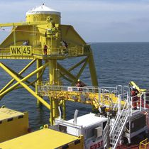 Offshore service vessel gangways / telescopic / motion-compensated / hydraulic