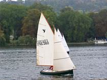 Day-sailer sailboat / classic / open transom / dinghy-type