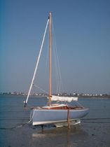 Day-sailer / classic / open transom / 1-cabin