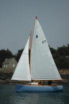 Day-sailer sailboat / classic / open transom / 1-cabin