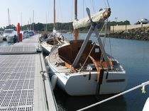 Day-sailer sailboat / classic / open transom