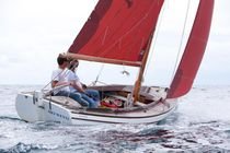 Day-sailer sailboat / classic / open transom