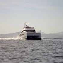 Catamaran express cruiser / inboard / flybridge / 2-cabin
