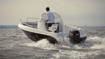 Center console monohull boat / side console / 6-person max. / sundeck