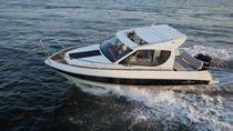 Outboard cabin cruiser / hard-top / with enclosed cockpit / 8-person max.