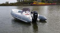Outboard inflatable boat / semi-rigid / center console / 6-person max.