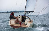 Day-sailer / fast cruising / open transom / with bowsprit