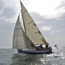 Code 0 / for cruising sailboats / tri-radial cut / furler