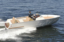 Inboard center console boat / 8-person max. / twin-berth