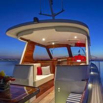 Inboard express cruiser / hard-top / 1-cabin