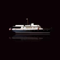 Cruising motor yacht / classic / wheelhouse / with 3 or 4 cabins