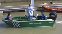 Outboard center console boat / aluminum