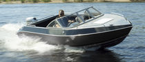 Outboard runabout / dual-console / classic / 6-person max.