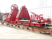 Ship winch / hydraulic drive / with spooling device