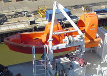 Lifeboat davit / for ships / hydraulic