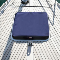 Protective cover / for sailboats / deck hatch
