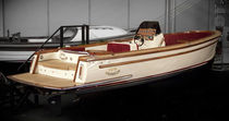 classic boat : in-board runabout TENDER 31  Moonday Yachts