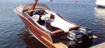 classic boat : outboard runabout W25 Britamarine