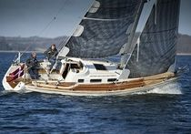 cruising sailboat (deck saloon, teak deck) 325E Faurby yachts