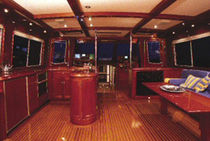 glossy varnish (for merchant ships and professional boats)  Admiralty Coatings Inc.