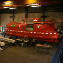 hyperbaric lifeboat for ships  Chambers Oceanics Ltd