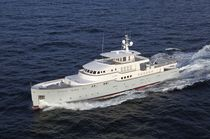 luxury yacht : displacement mega-yacht (aluminium, tri-deck, vertical-bow) ELISABET Ocea