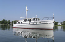 motor-boat : express-cruiser (downeast, semi-custom) Dave Gerr Shoal Draft, NANCY LAKIN Covey Island Boatworks