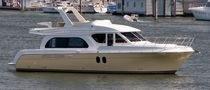 motor-boat : flybridge express-cruiser 4800 Navigator Yachts