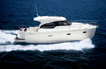 motor-boat : hard-top in-board cabin-cruiser SPIRIT 31 Rodman