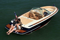 motor-boat : in-board bow-rider runabout LAUNCH 22 Chris Craft