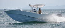 motor-boat : outboard center console boat (twin engine, T-Top) AKES 27 Akesdesign