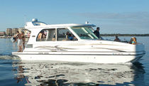 motor-boat : pontoon boat (20 person max.) FLOE CRAFT FLOE INTERNATIONAL, INC.