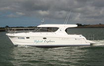power catamaran : express-cruiser V 1040 Voyager Catamarans
