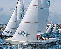 racing keelboat sail : genoa (one-design) DRAGON WB-Sails